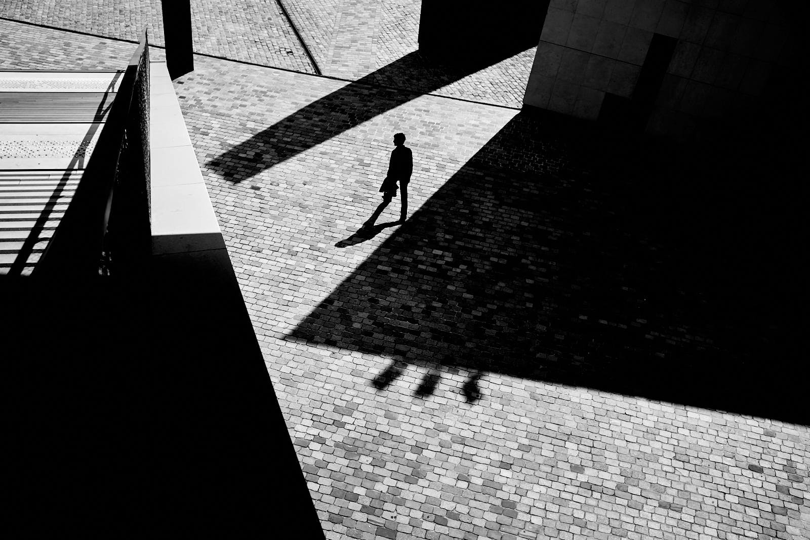street photography silhouette shadows and graphics