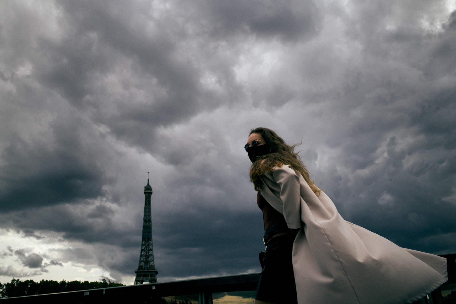 woman with face mask with the eiffel tower in the background